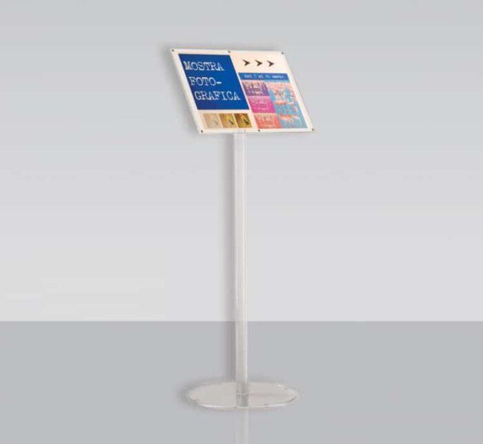 Espositore porta avvisi magnetico a leggio in plexiglass su piantana_A3