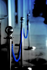 Colonna delimita spazi classica argento con cordoni blu