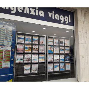 Espositore a pavimento per vetrine agenzie viaggi