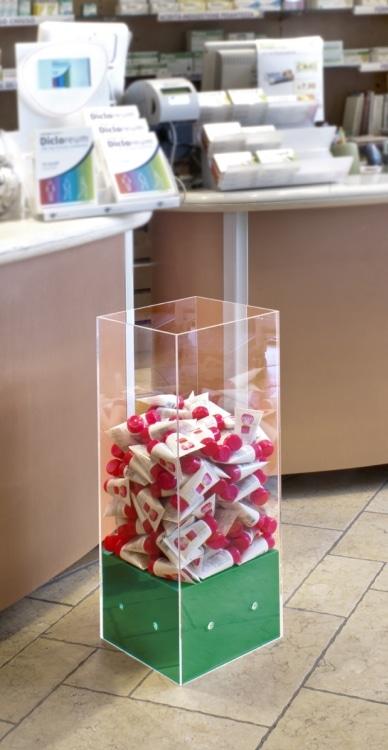 Contenitore prodotti in plexi con cubo verde