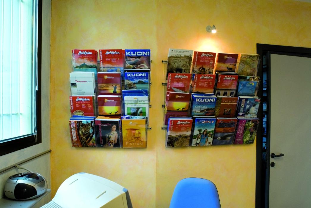 porta cataloghi agenzia da parete