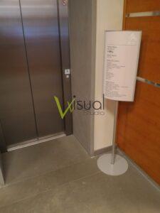 totem segnaletico per ascensore